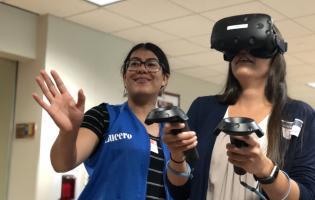Lucero Alvarez Vieyra helping a woman use VR.